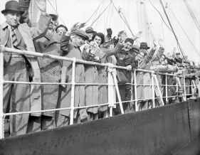 Detachment of wandering refugees arrives in Britain - 29-June-1939