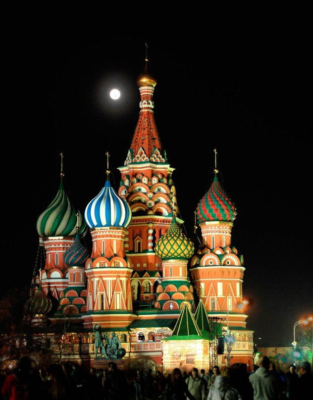 This image has an empty alt attribute; its file name is st-basils-cathedral-at-night-2000x2589-dscf1936.jpg